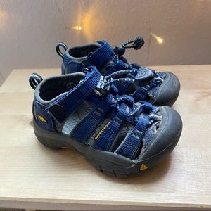 Keen toddler hiking outdoors sandal shoe